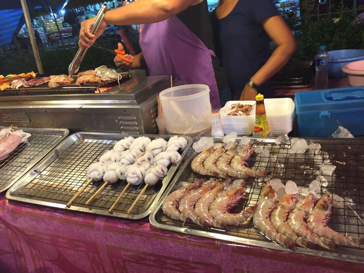 【携程攻略】普吉岛芭东夜市购物,便宜的各种海鲜图片