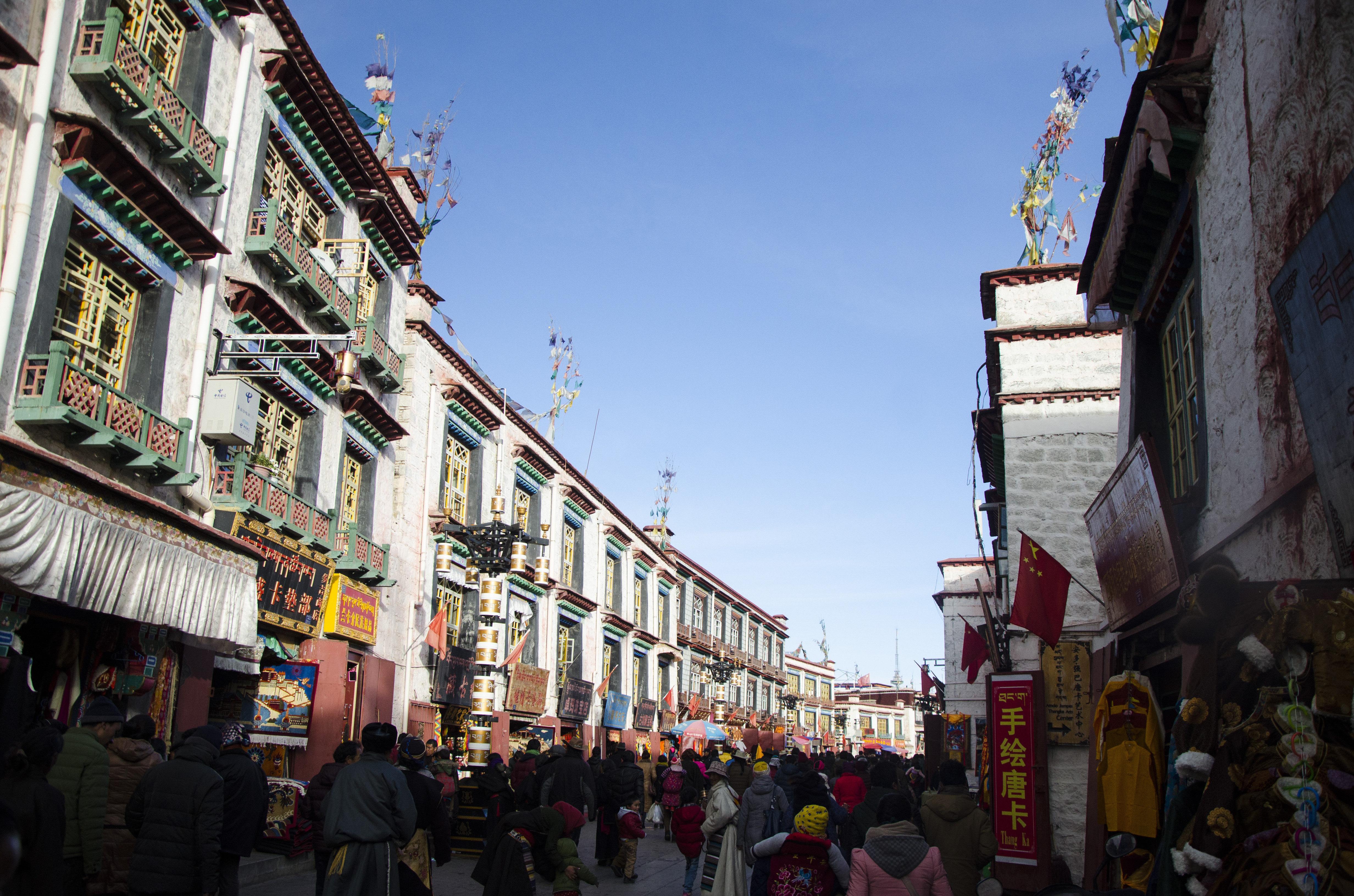 拉萨市八廓街_八廓街又名八角街,是大昭寺外围的一条重要商业街,也是拉萨市最著名的