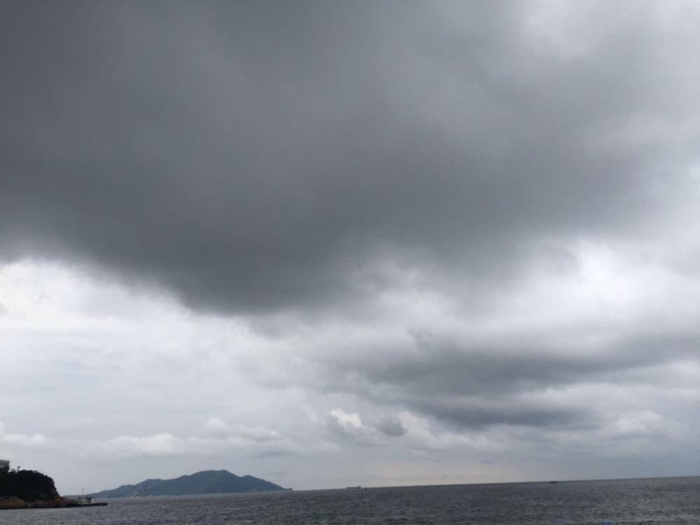 天空乌云密布
