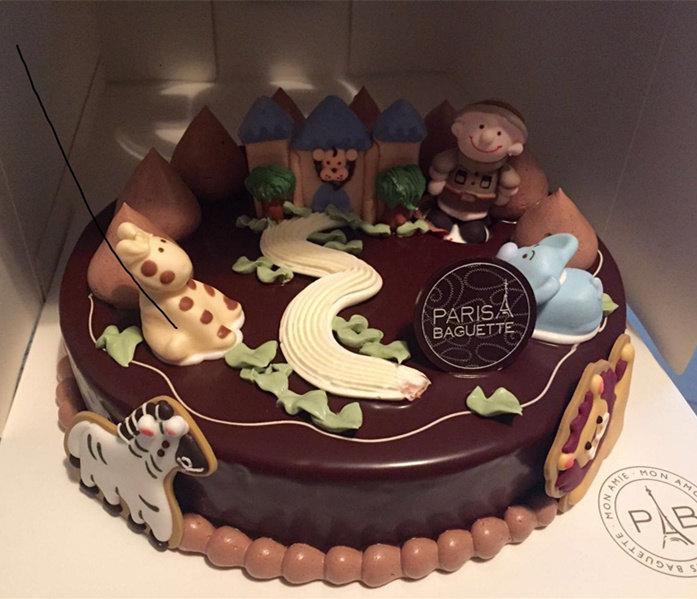 蛋糕的风格小孩子会比较喜欢,尤其女孩子,有冰雪奇缘等一些公主造型