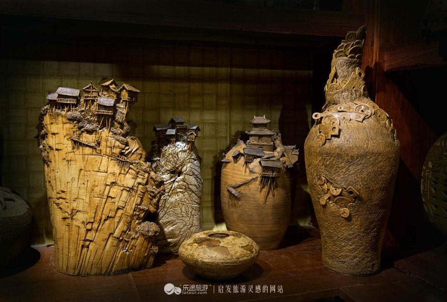 边m�il_其创作的《习主席在湘西》和《筸军陶像》等亦受到陶艺界专家的好评.
