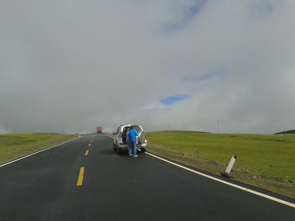 公路瘺a��f_世界海拔最高的公路,中国最美的景观大道!最原生态的自然景观!