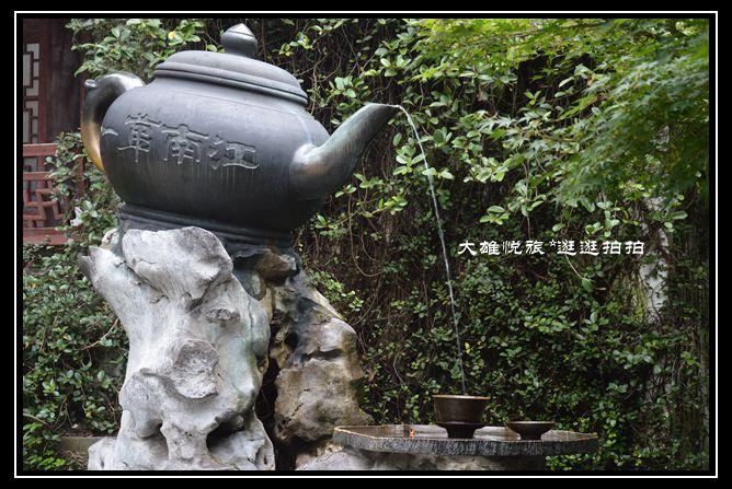 虎跑公园在杭州动物园过去一点就是.