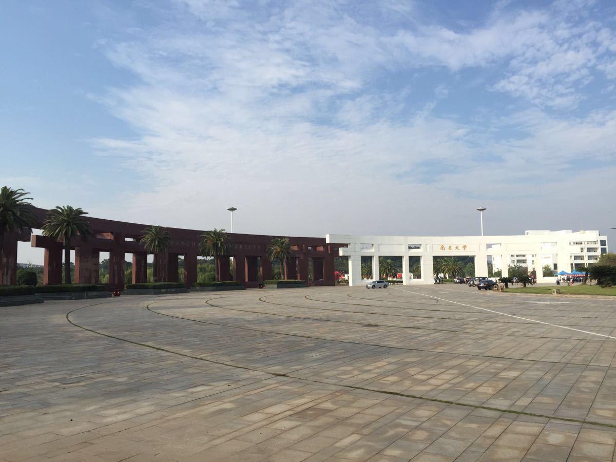 【携程攻略】江西南昌大学(前湖校区)景点,学校校门有