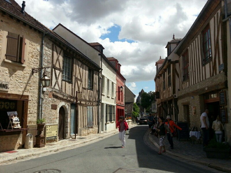 中世纪著名的木筋结构建筑比比皆是
