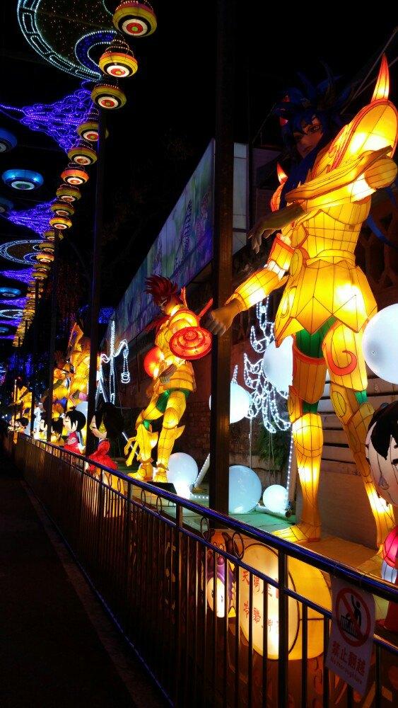 壁纸 步行街 街道 街景 商业街 夜景 563_1000 竖版 竖屏 手机