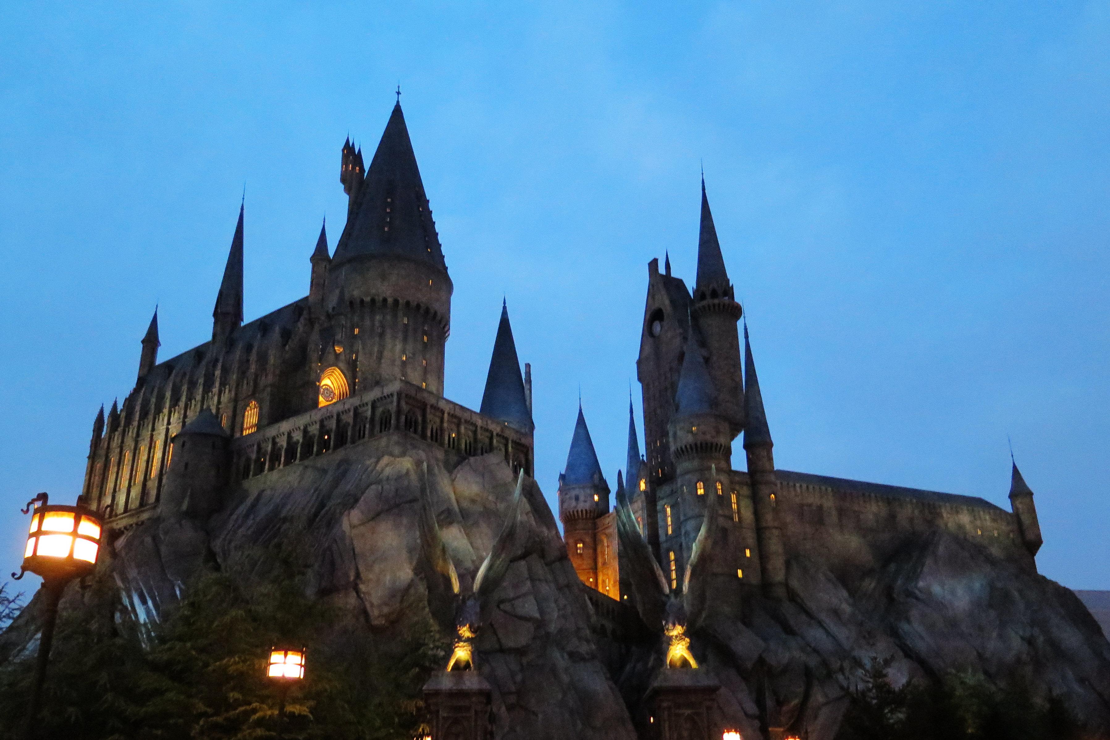 哈利波特的魔法城堡只有在事先预约好的时间前往,还要凭事前的预约券.