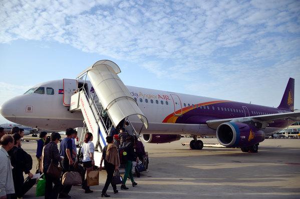 春秋在曼谷国际机场的值机柜台简直如菜场般热闹,由于春秋有行李限重