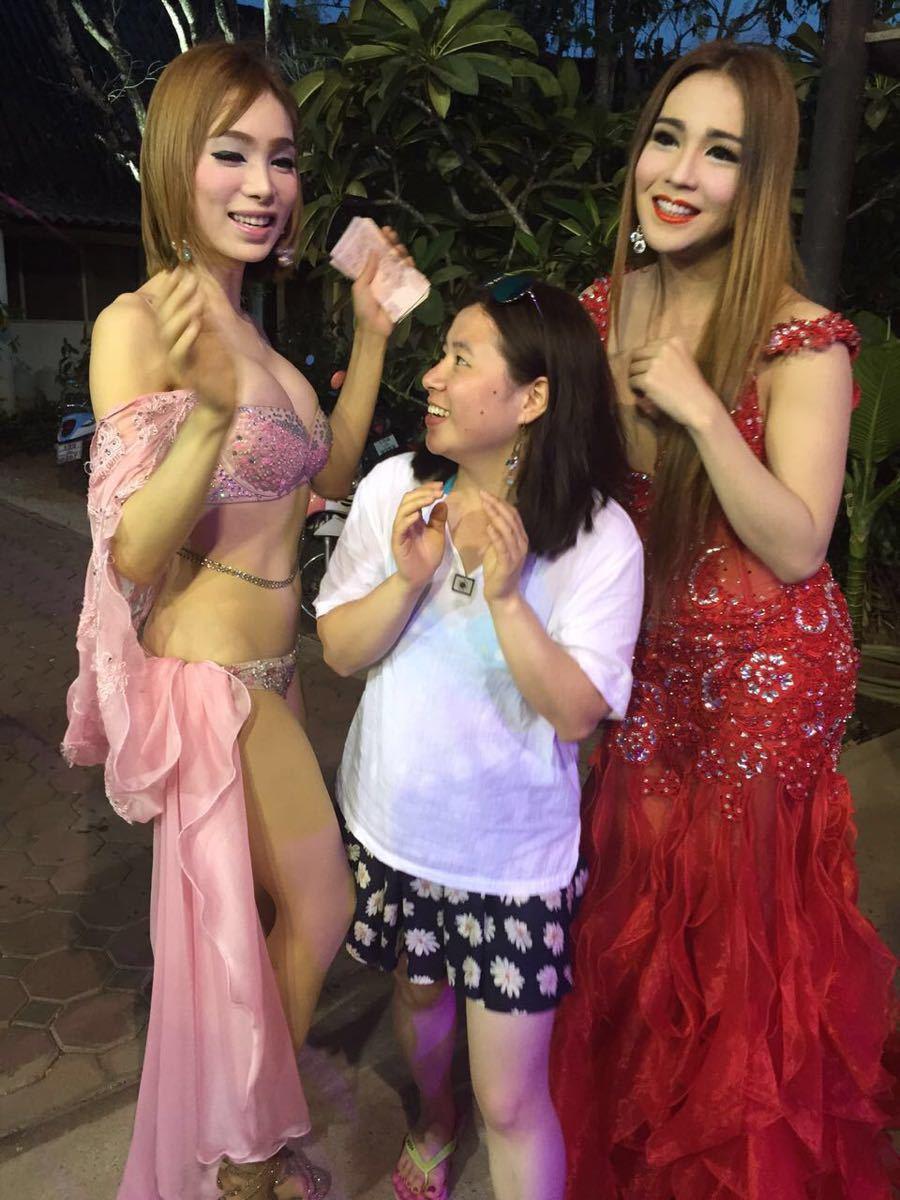不能拍照啊~表演者们非常出色,绝对不输专业的演员,有模仿中国,韩国