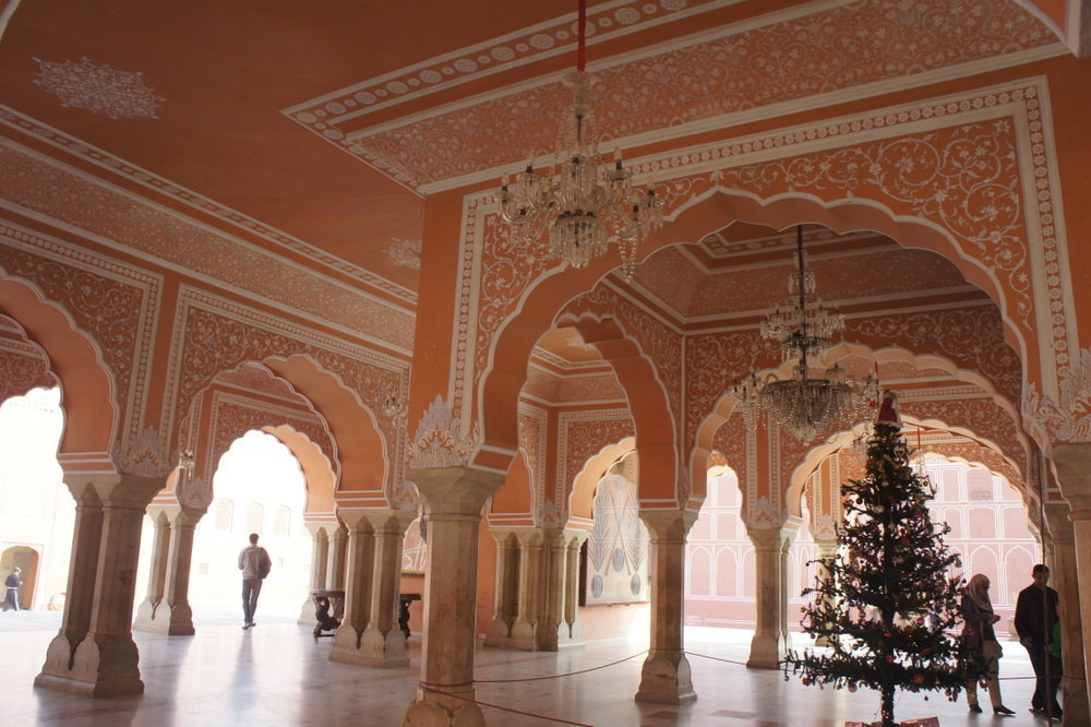 皇宫由多个宫殿组成,单是城门就有8个之多,建筑奢华,几乎占了旧市街四图片
