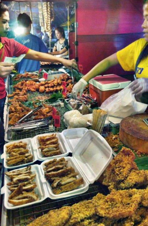 芭东夜市是普吉岛最热闹的地区,我们去那吃的海鲜大餐,然后逛商场图片