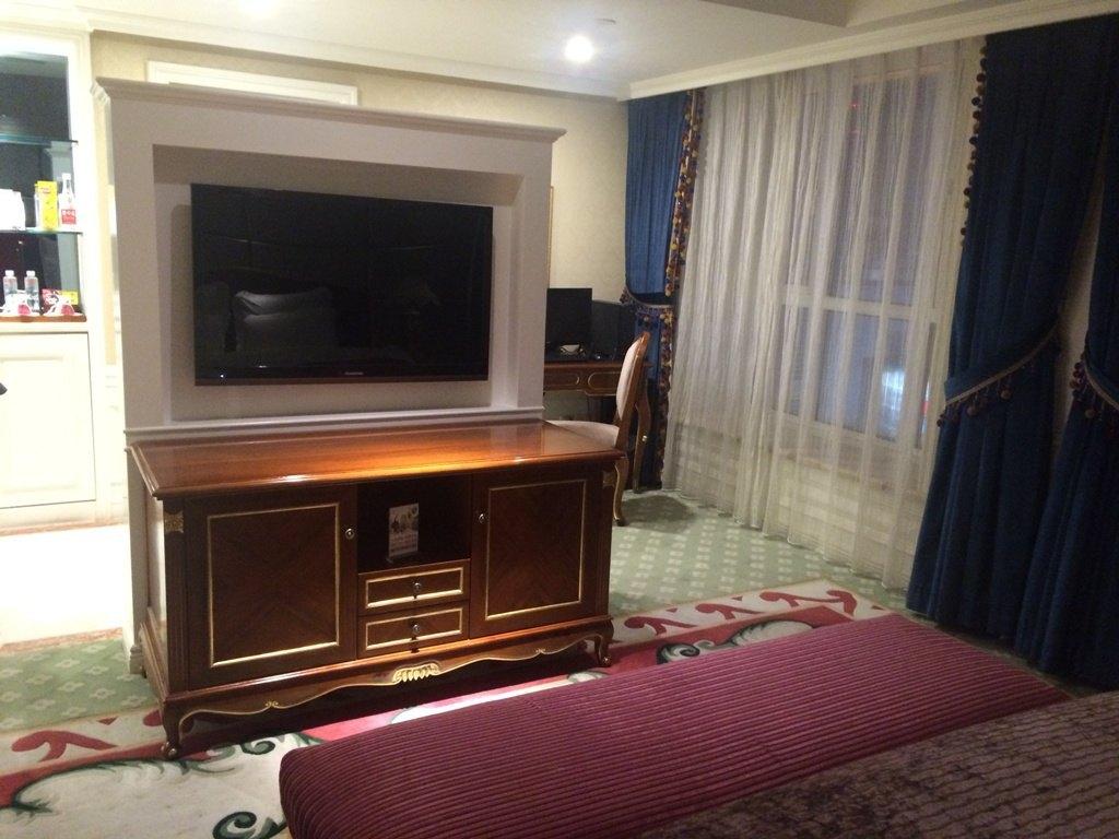 酒店内部装修很漂亮,欧式风格,订的是豪华单间,房间够大,浴室也大.图片