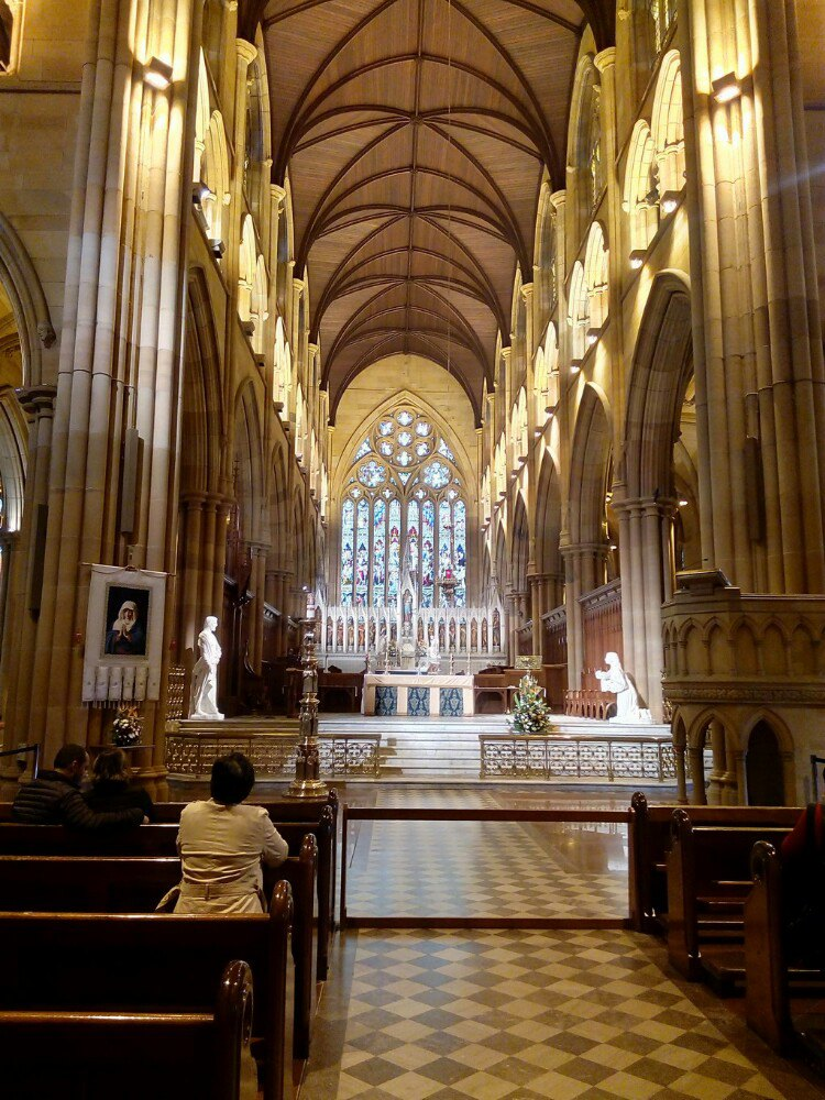 """由当地的砂岩建成,""""哥特式""""的建筑风格是欧洲中世纪大教堂的建筑遗风.图片"""