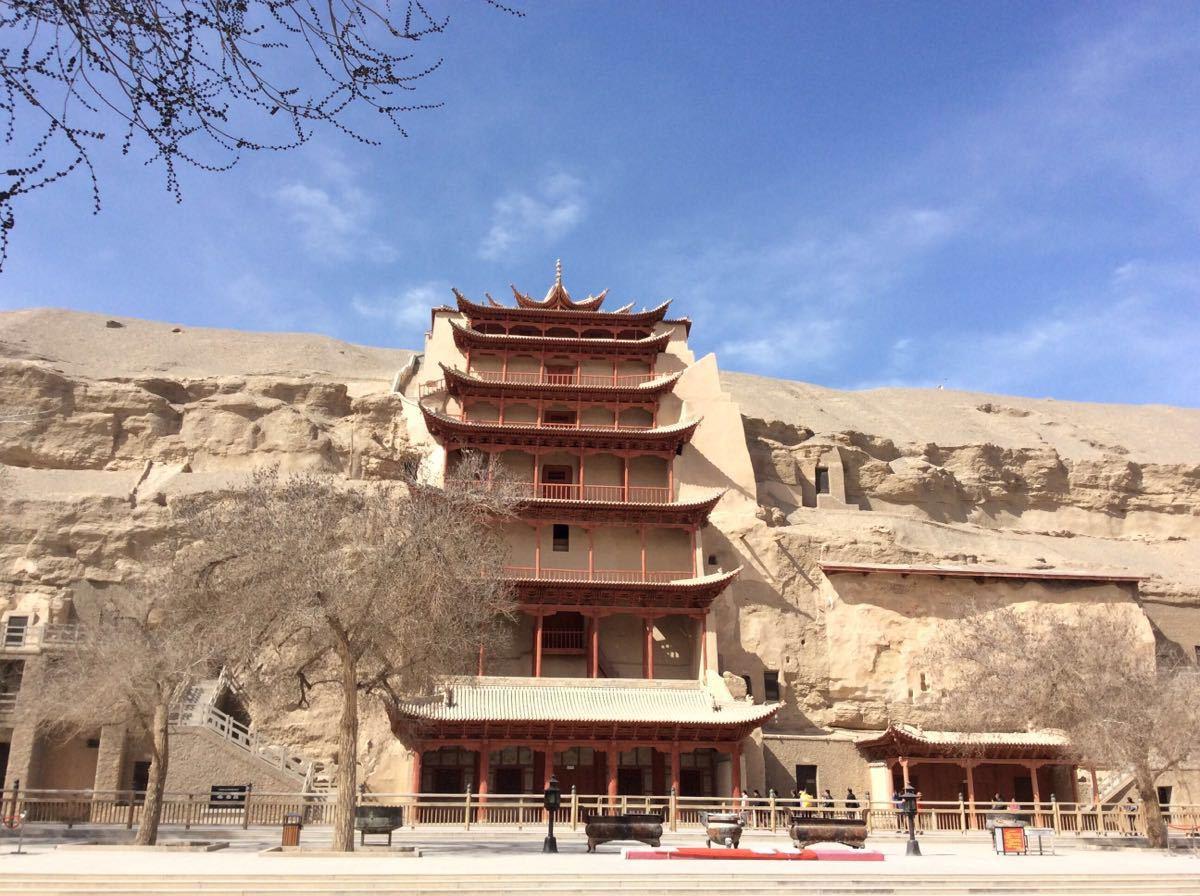 张掖丹霞国家地质公园, 大佛寺;  2,包含莫高窟数字电影城区间车,雅丹