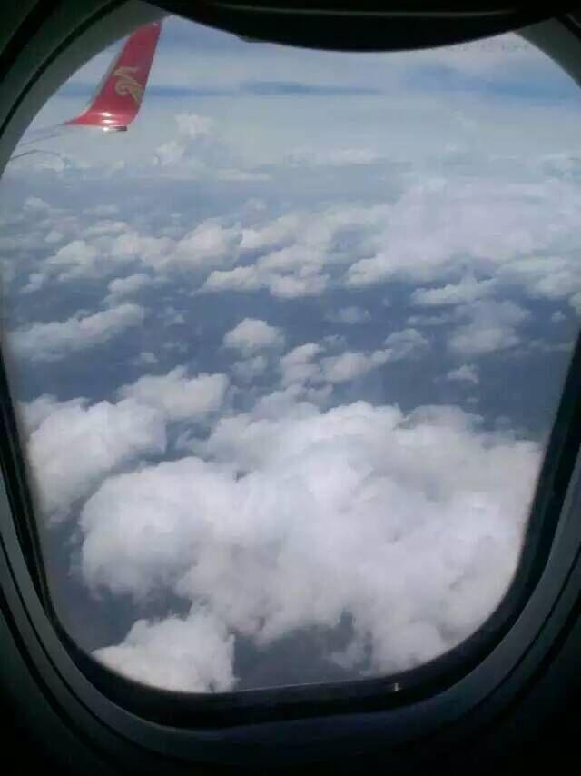 北海游泳偷拍_                 飞机上偷拍一张
