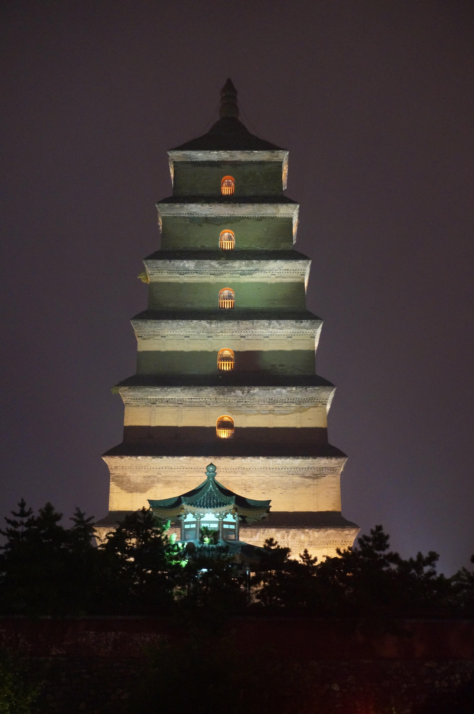 是中国唐朝佛教建筑艺术杰作.大雁塔是楼阁式砖塔,塔通高64.