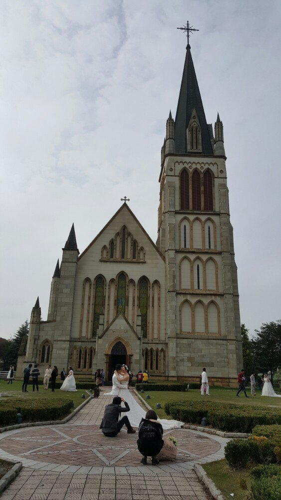 天主教堂是这个欧式小镇的标志