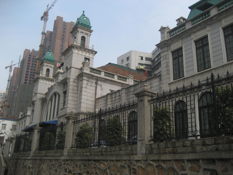 欧式建筑的外观吸引很多的游客