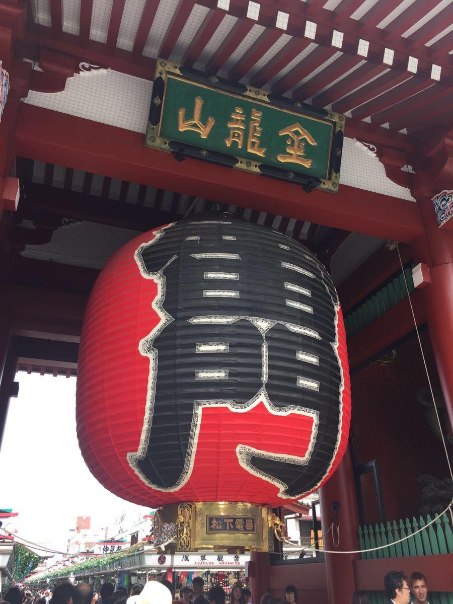 来到东京&#x20浅草寺的雷门的大红灯笼远远就可以望去.
