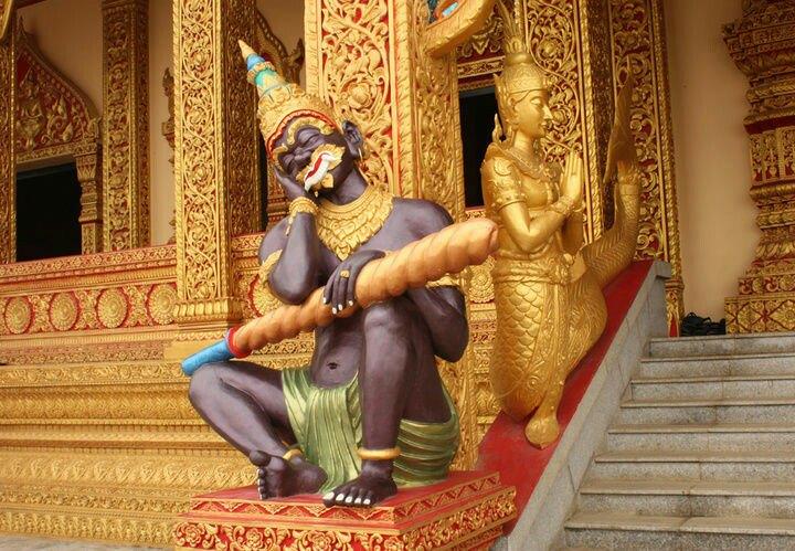 泰国经文纹身佛塔
