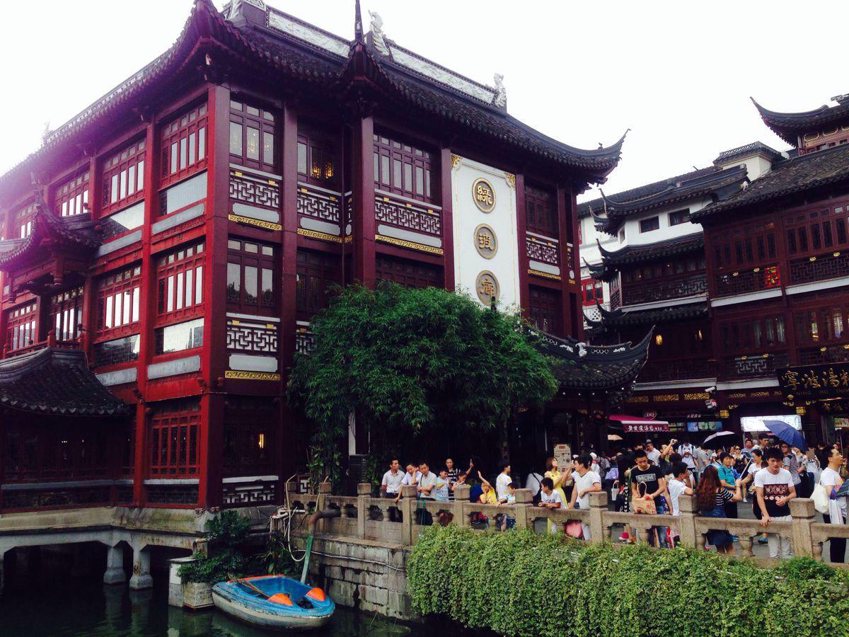 了解老上海,逛城隍庙,吃南翔小笼包,各种各样小吃