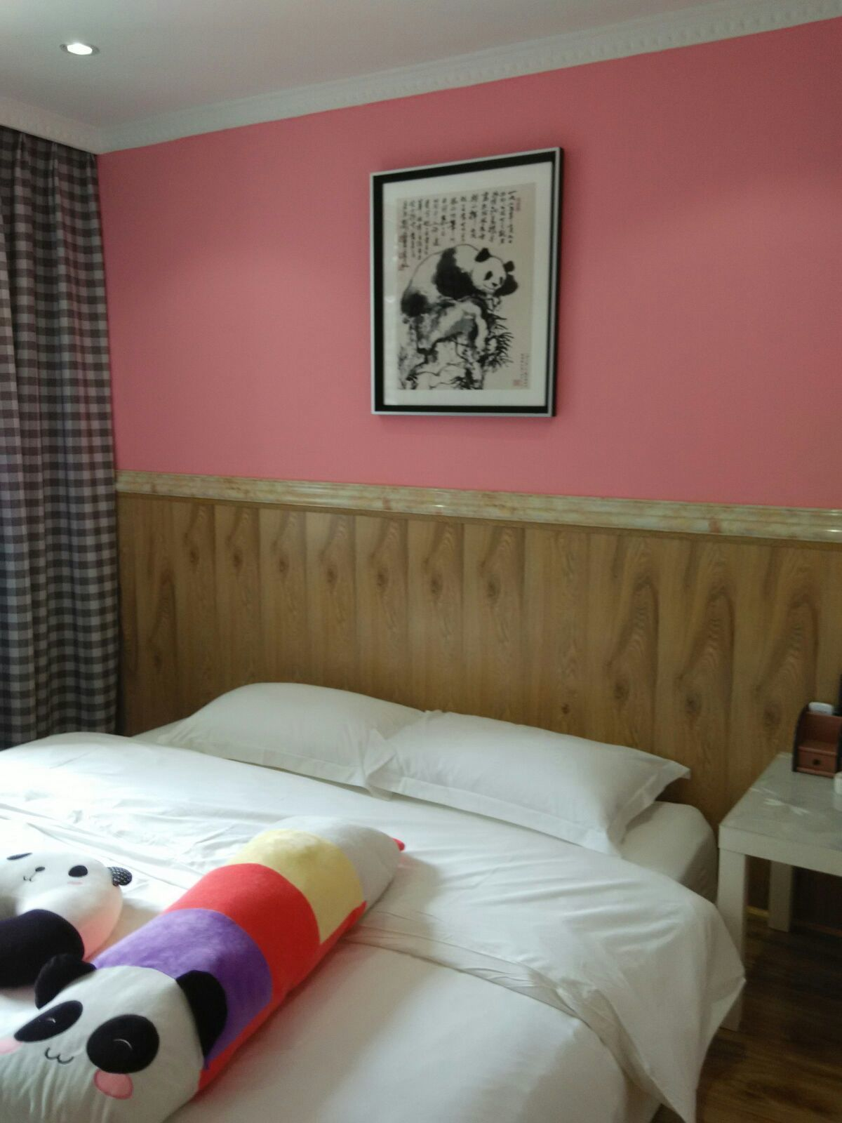 酒店房间垃圾桶纸巾图片