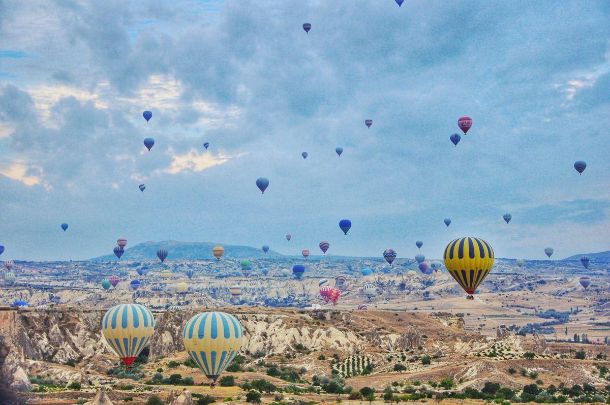 我们的热气球是旅行团帮忙预定的,据说要之前提前两天预订.