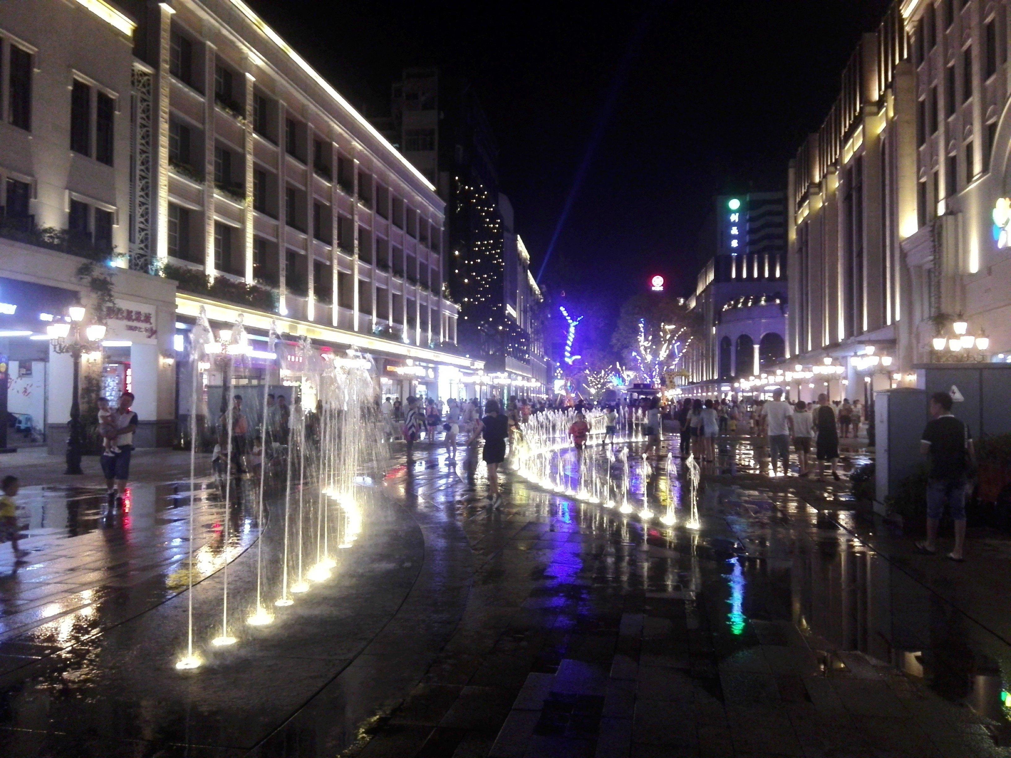 常德步行街(湖南省第一条步行街)夜景