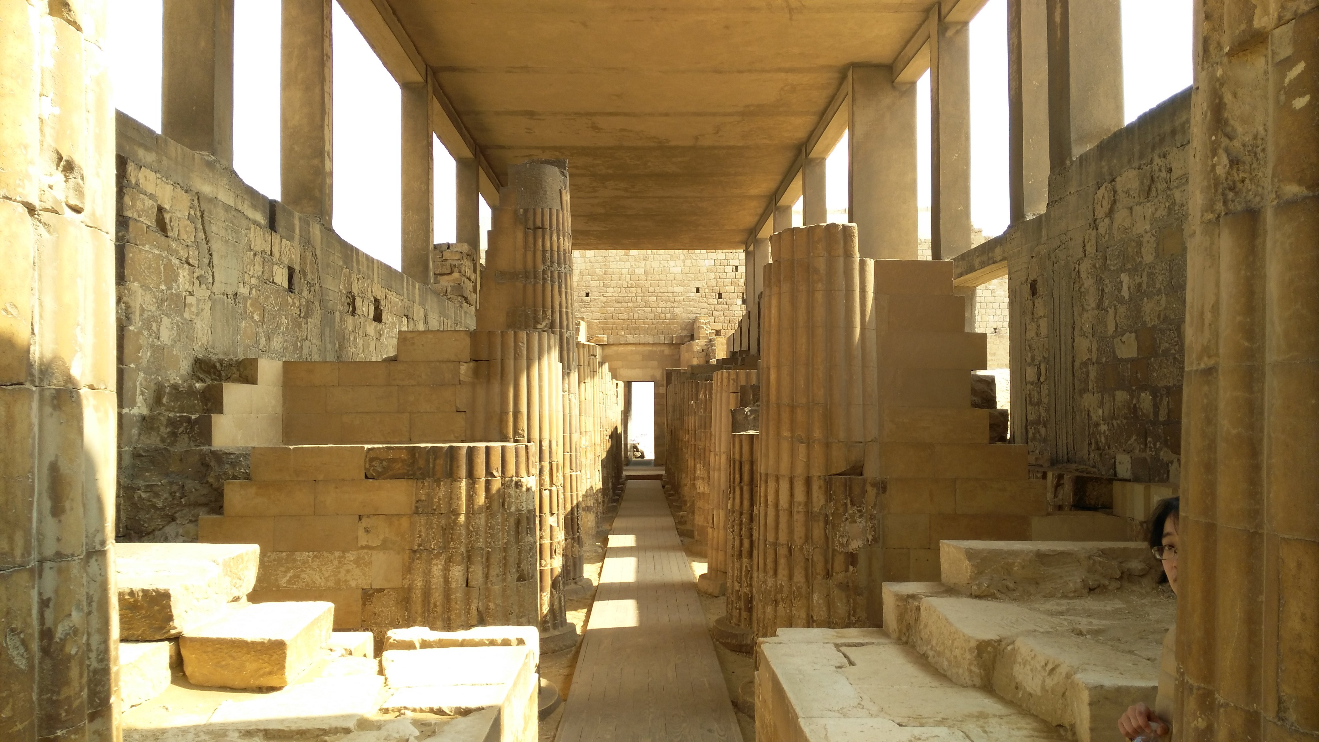 这里最著名的是阶梯金字塔和沙卡拉墓地.门票80le