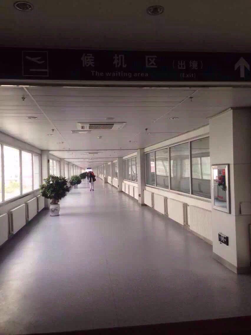 火车站无需出站即可步行驶入机场航站楼