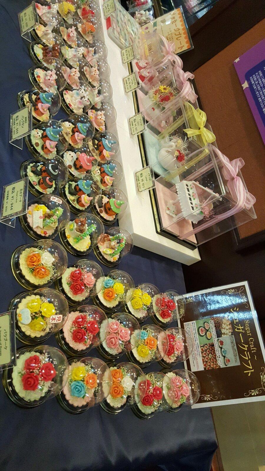 白色恋人工厂,照片展览,甜品店还有自己可以制作白色恋人饼干的地方.