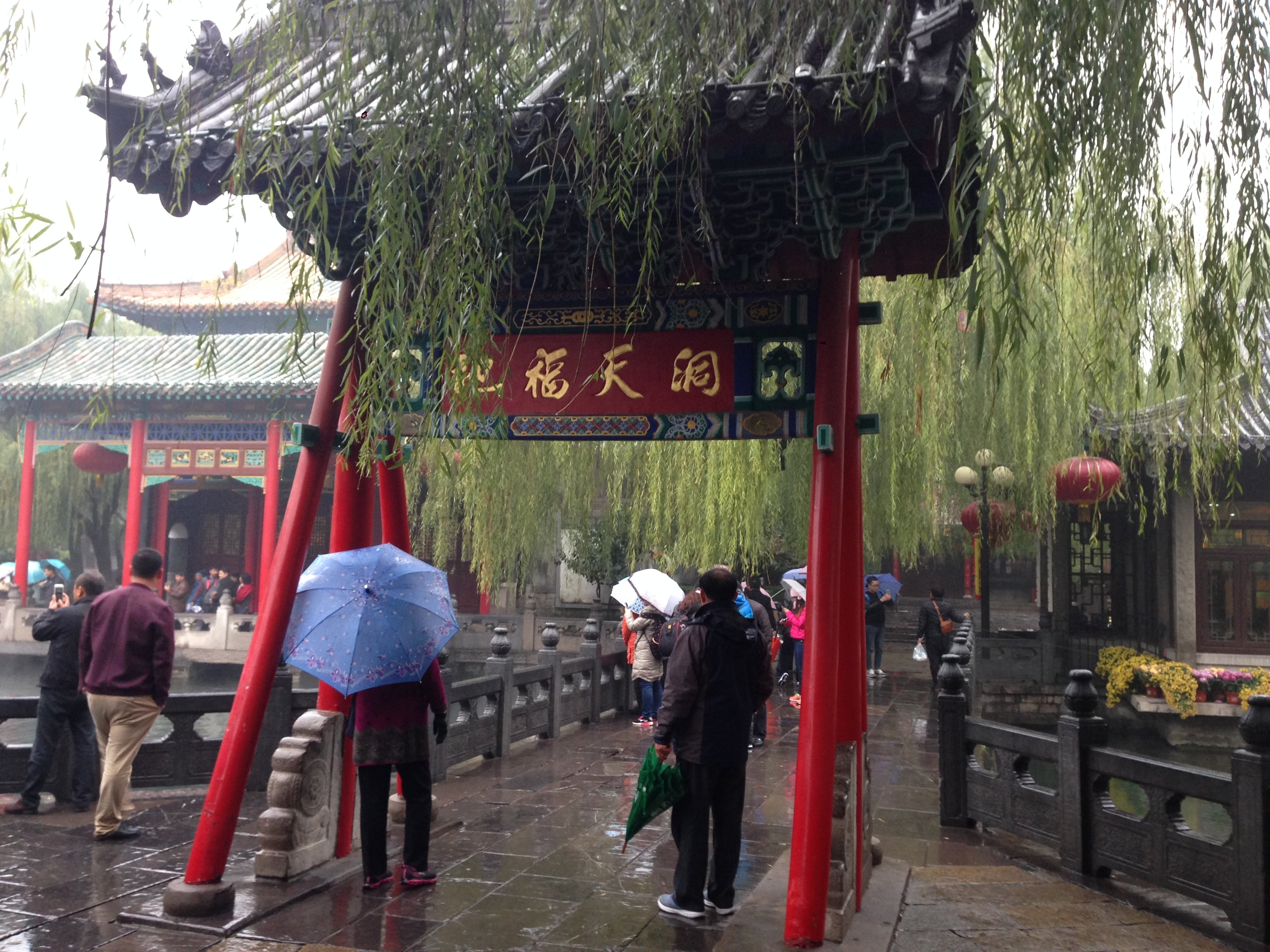 趵突泉景区是济南最有名气的一个景点了,是aaaaa级风景区,非常值得