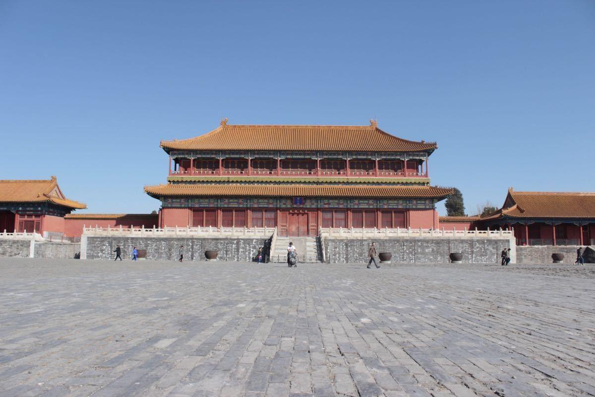 故宫非常漂亮,吃的价位也很合理,但是记得在北京尽量不要做出租车,因为不管去哪里,上车司机会告诉你那里有外宾接待 ,交通管制,然后把你带到钟楼进门左拐让买150元的门票进去,可以翻看钟鼓楼评价或者百度北京出租车鼓楼,很多经历类似的骗局,进去继续套路你买很贵的貔貅或者字画。