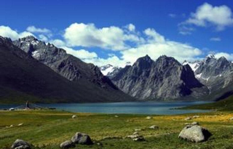 【携程攻略】新疆天山景点,天山山脉由三列大致平行的