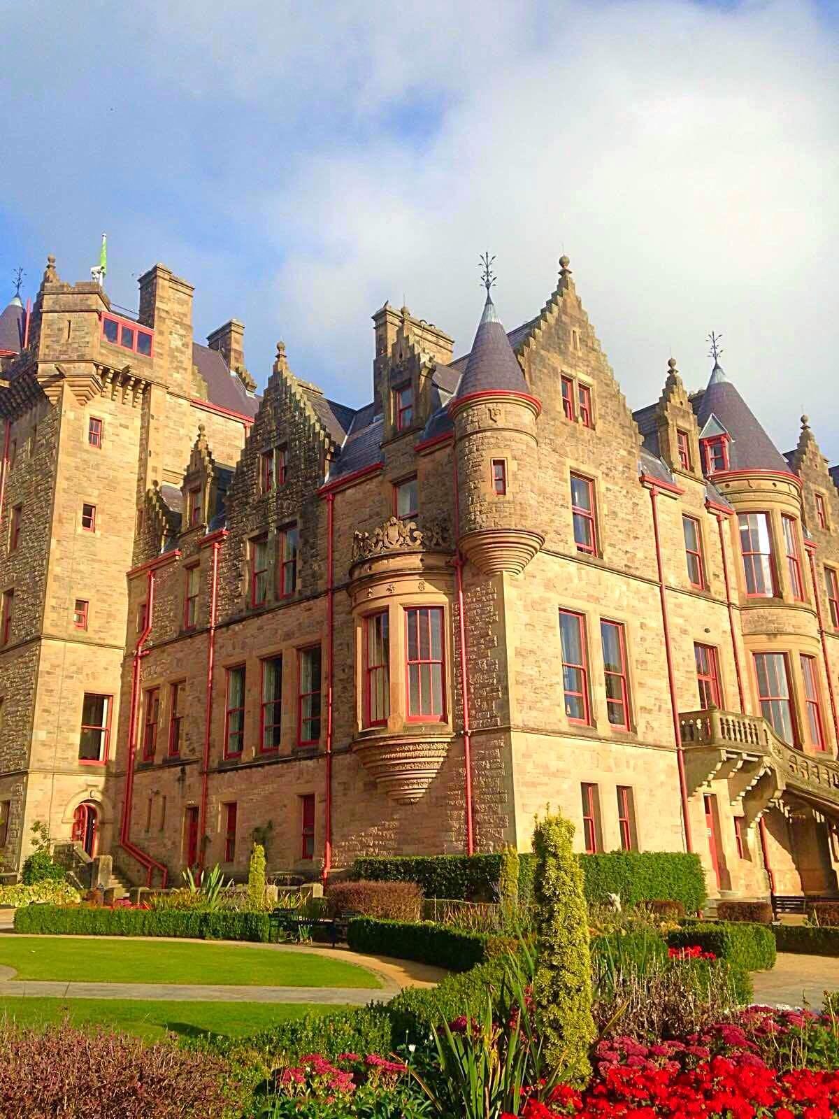 城堡外有一座美丽的花园和一个文化中心 2014-09-29有用 ( 0)