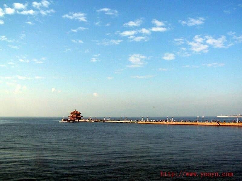 青岛栈桥是青岛海滨风景区的景点之一