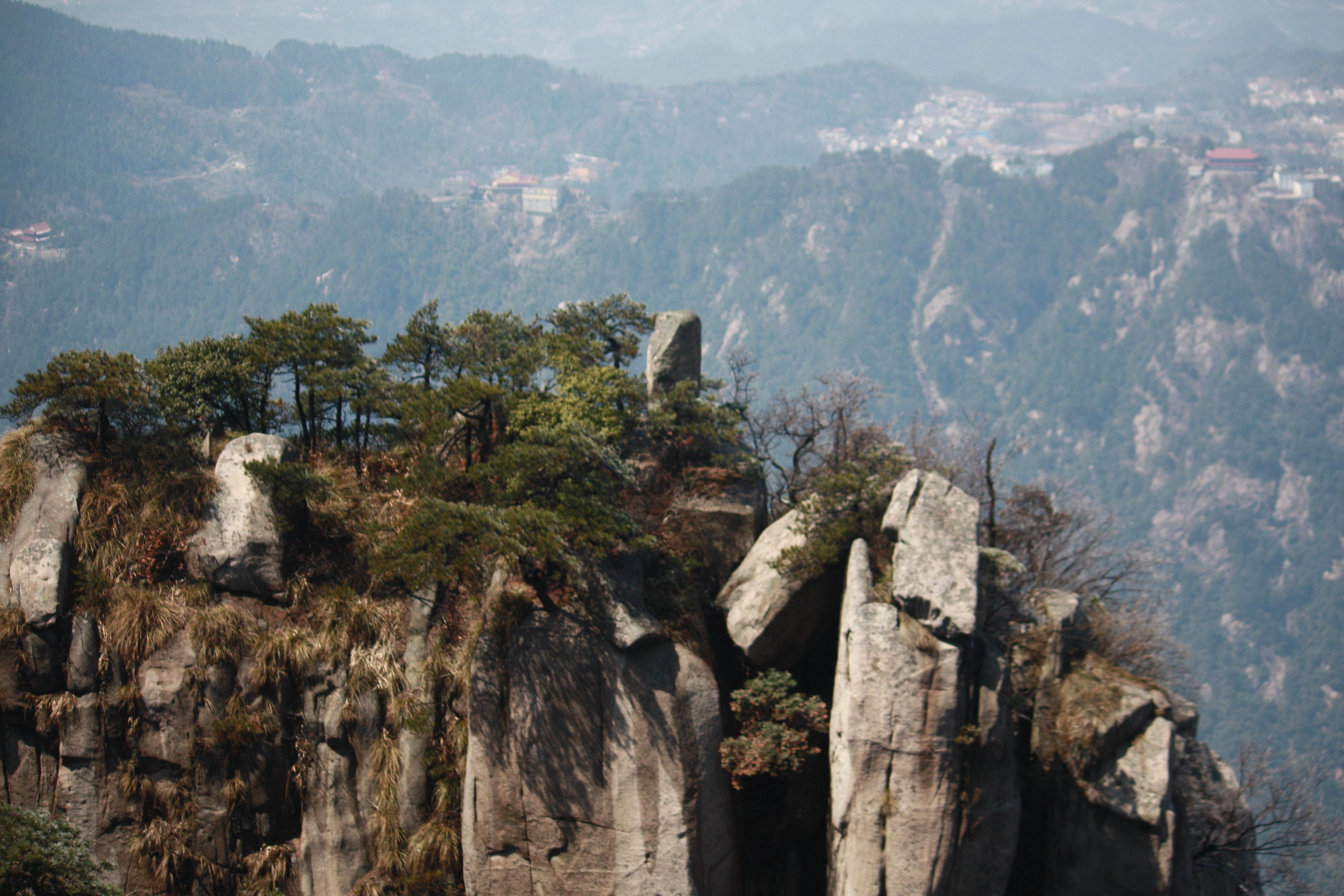 我们是清明节去九华山的,风景一级棒.