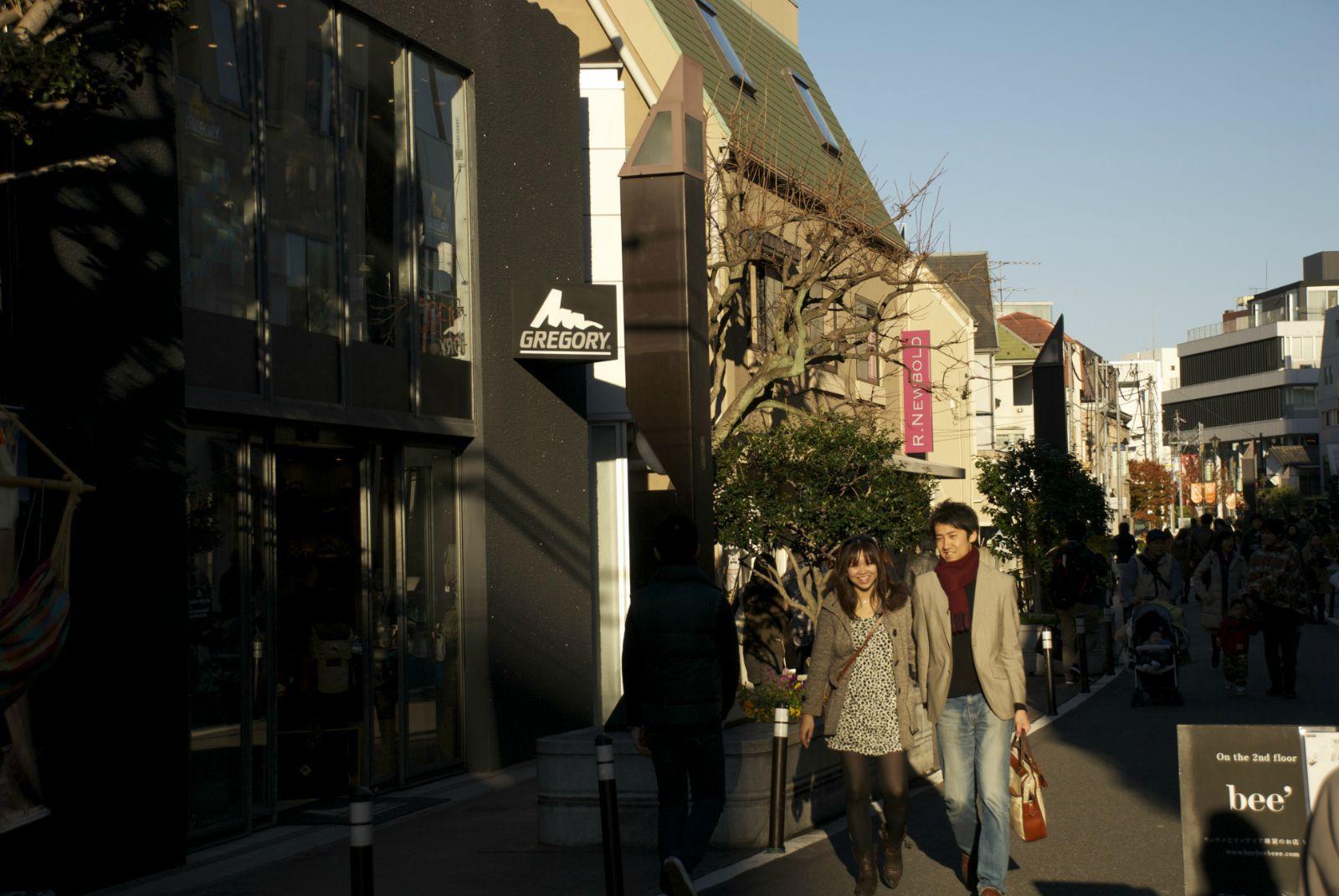 手绘街景人潮人拥图片