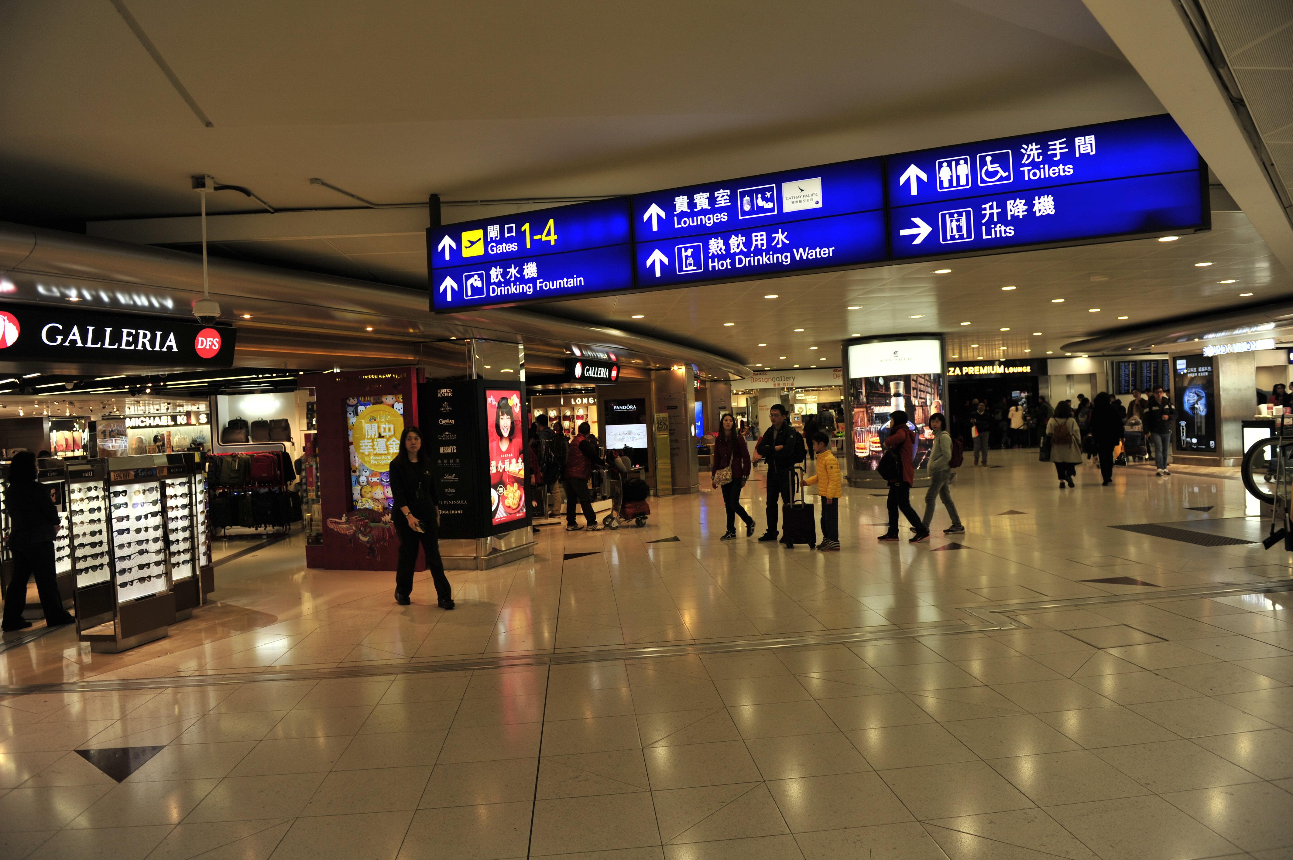 香港机场免税店和新加坡机场免税店的东西那个便宜