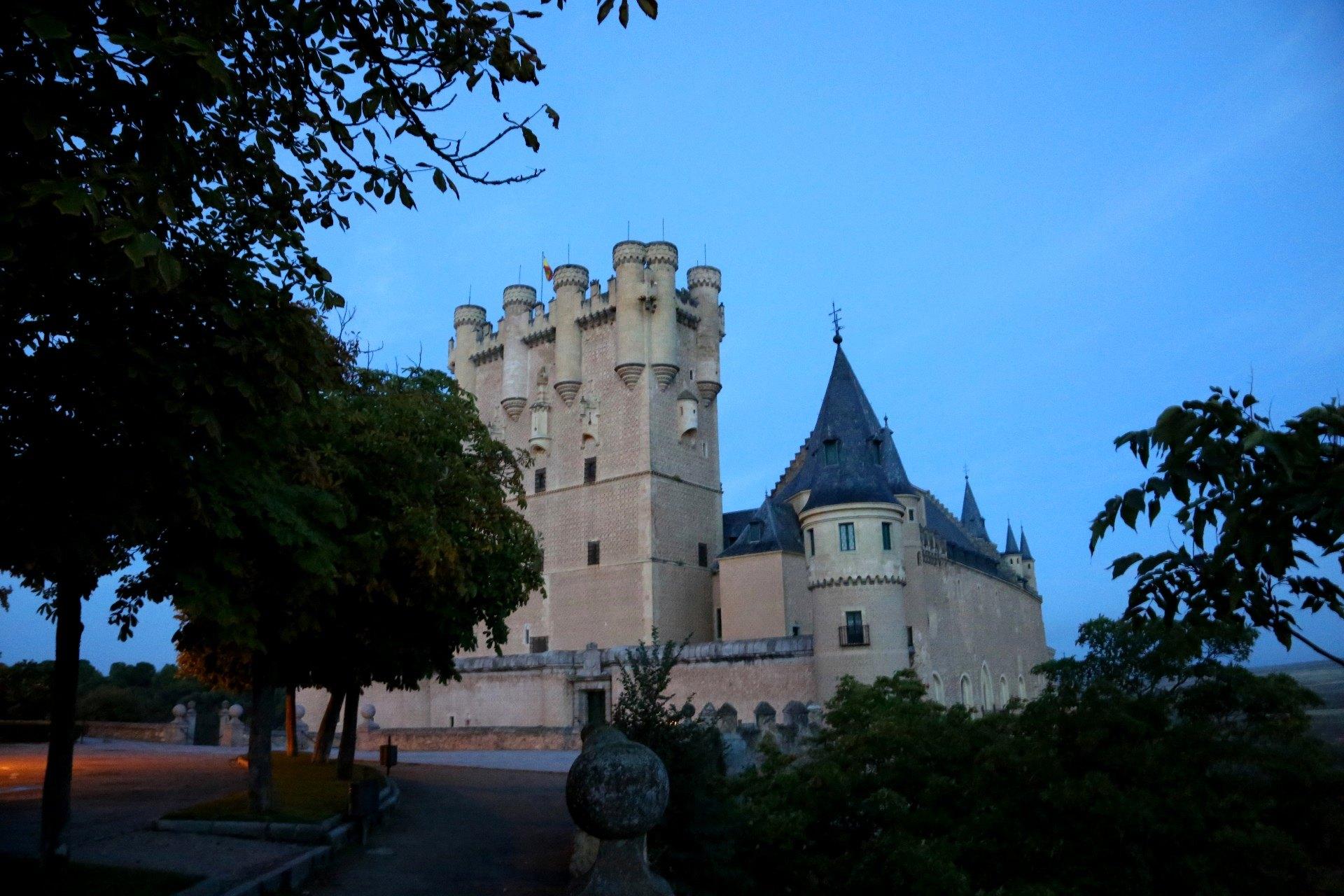 城堡内部:城堡历史厅,巡礼大院图片