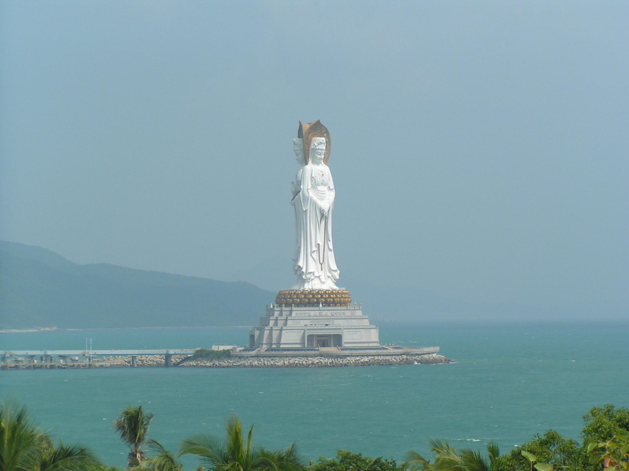 高清国外观音雕像景点