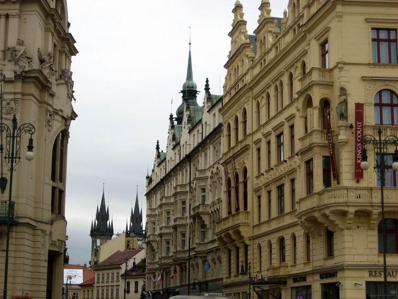 穿越布拉格广场