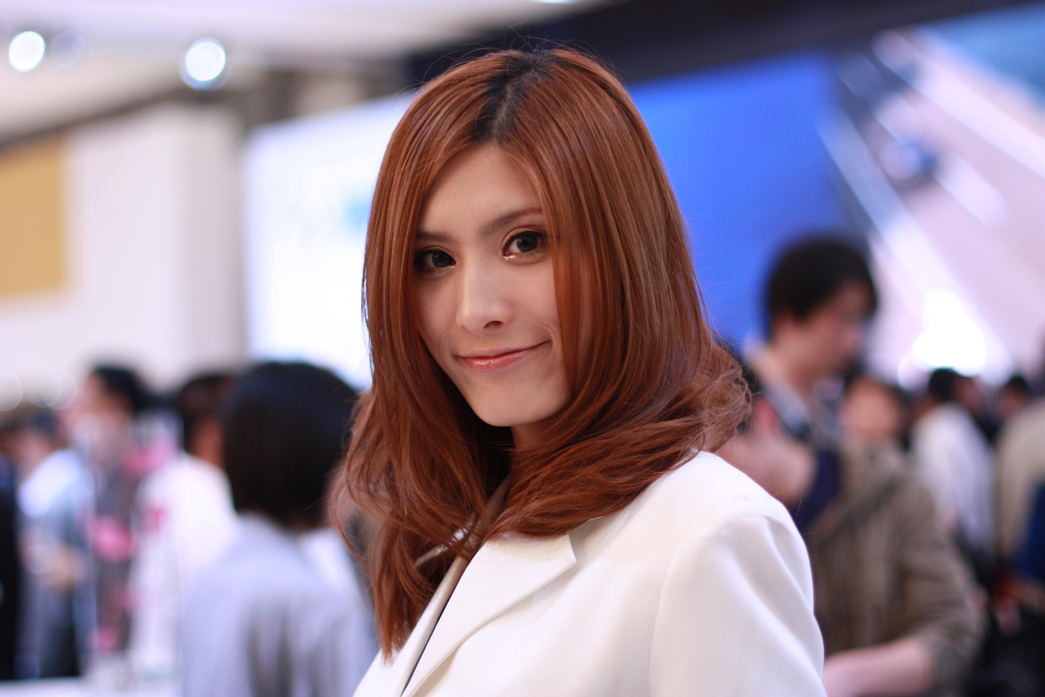 上海女人视频下载_2009年上海国际车展之模特篇(好多美女帅哥照片,快来选出你心目中的
