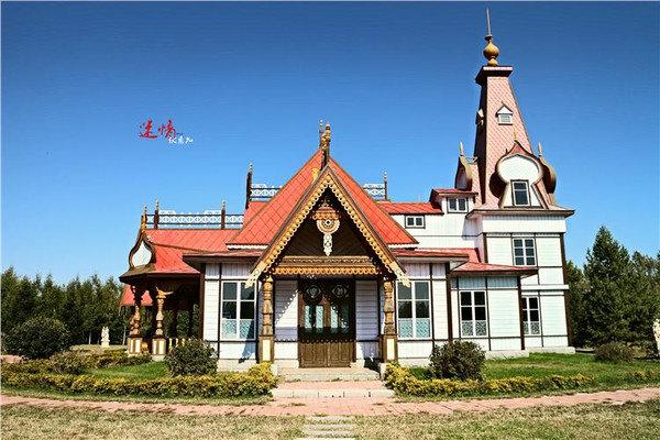 【摄影景点——爱神雕塑园】 爱神雕塑园以经典木结构建筑小白桦餐厅