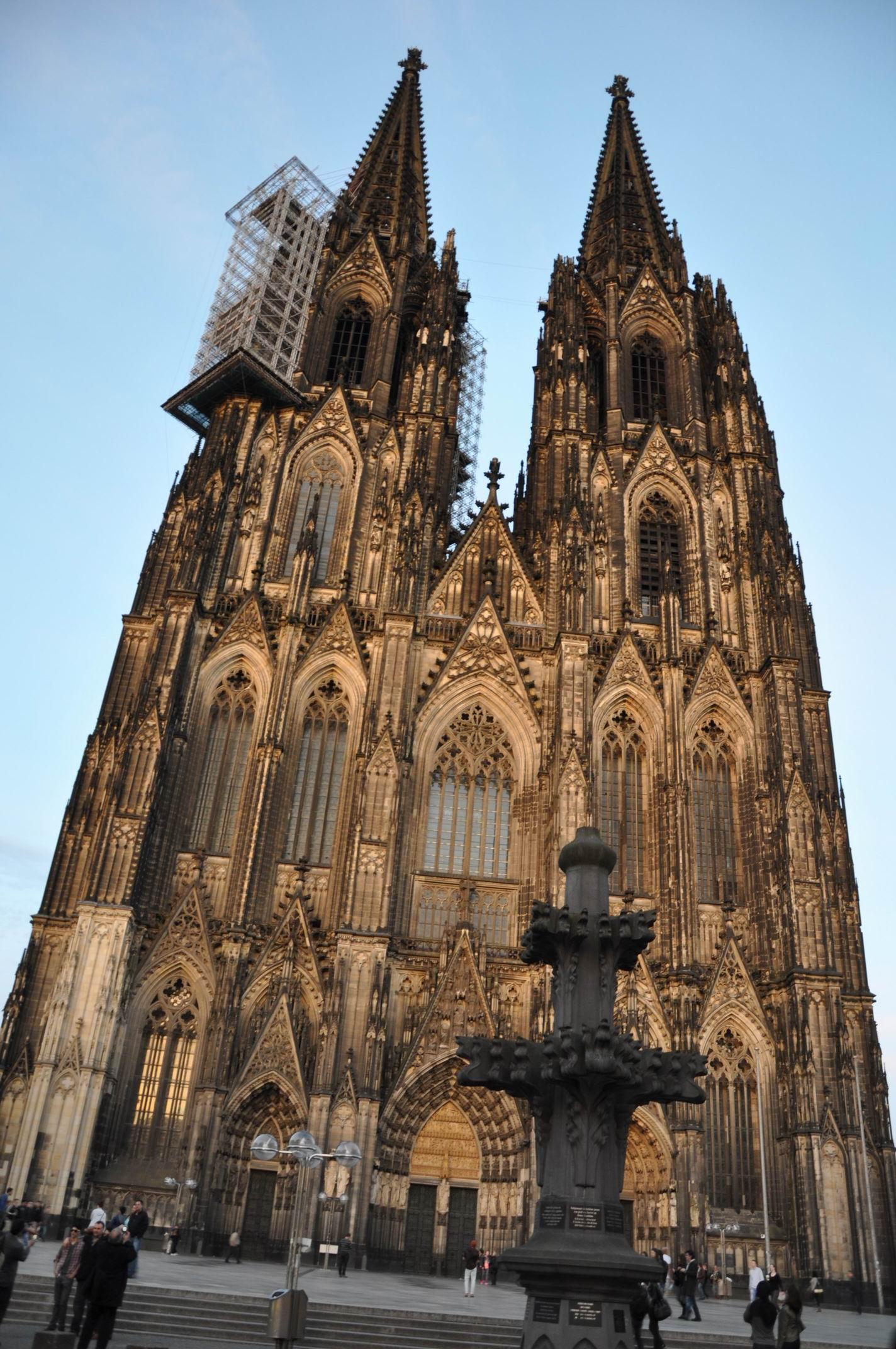 科隆大教堂是德国(欧洲北部)最大的教堂,也是世界最高的哥特式双塔图片