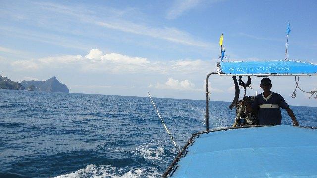 往竹子岛的路上,ninja下了海竿