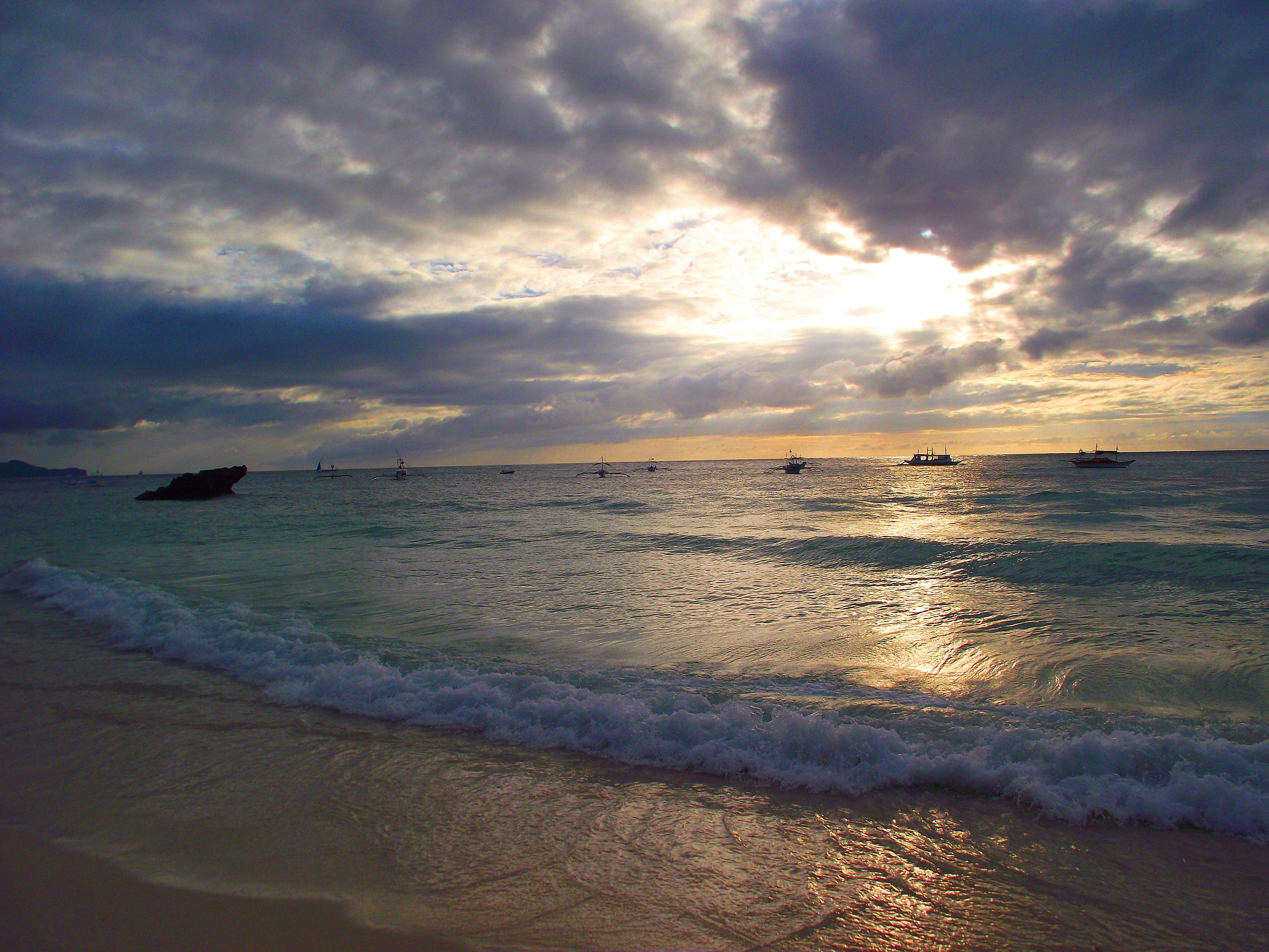 韦金勇:4天4000余元用英文9单词细游菲律宾宿务,薄荷,长滩等9岛6城镇
