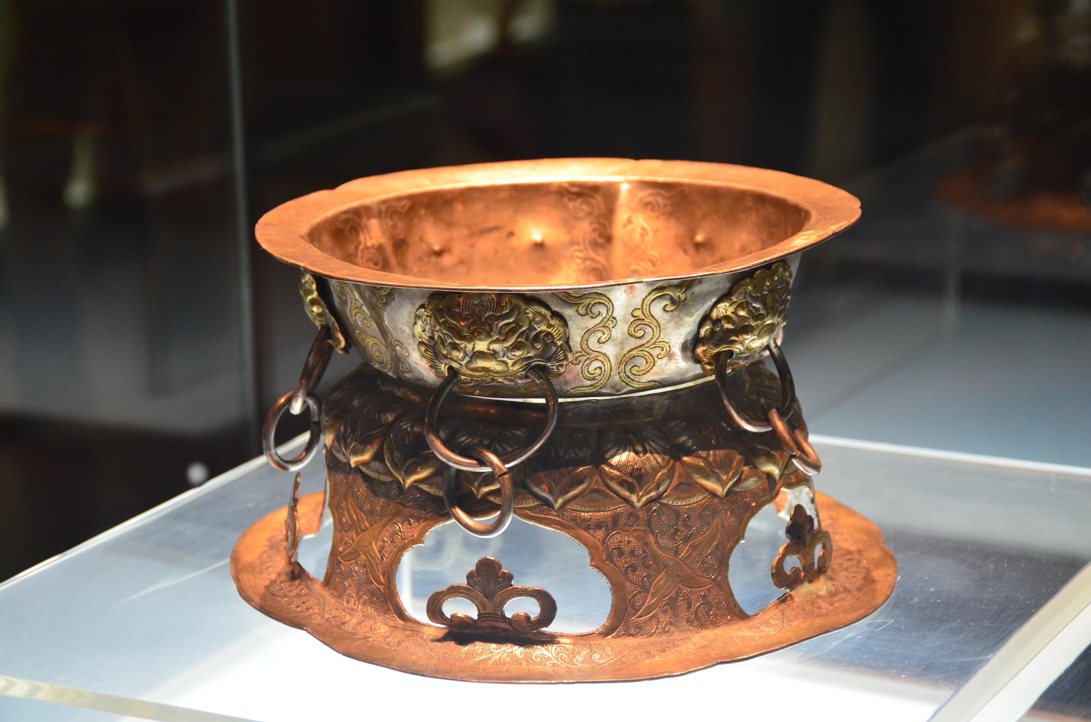 陕西博物馆内我们惊讶于馆内文物的精美,虽然科学的发展不断滚滚向前