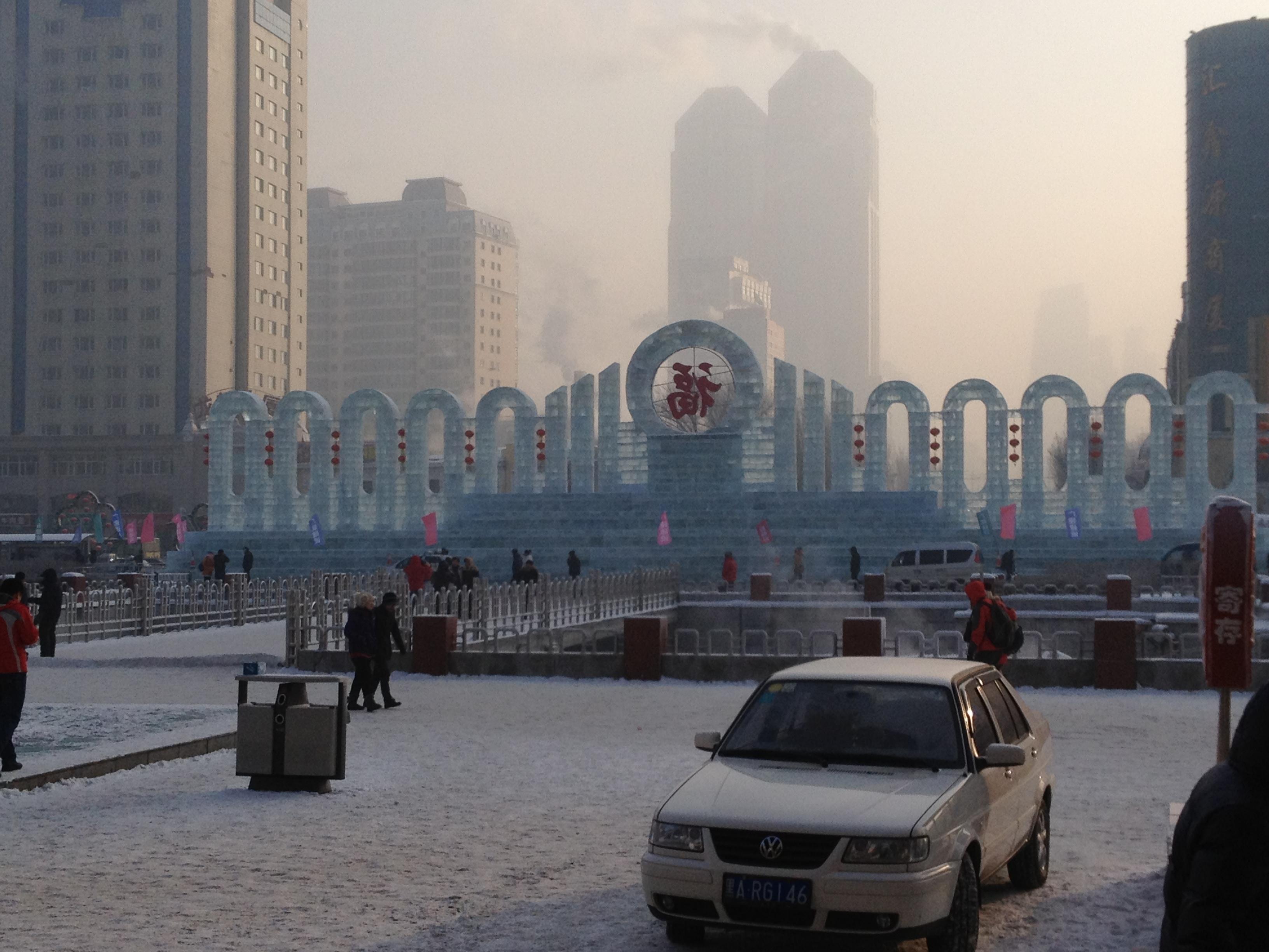 哈尔滨火车站前