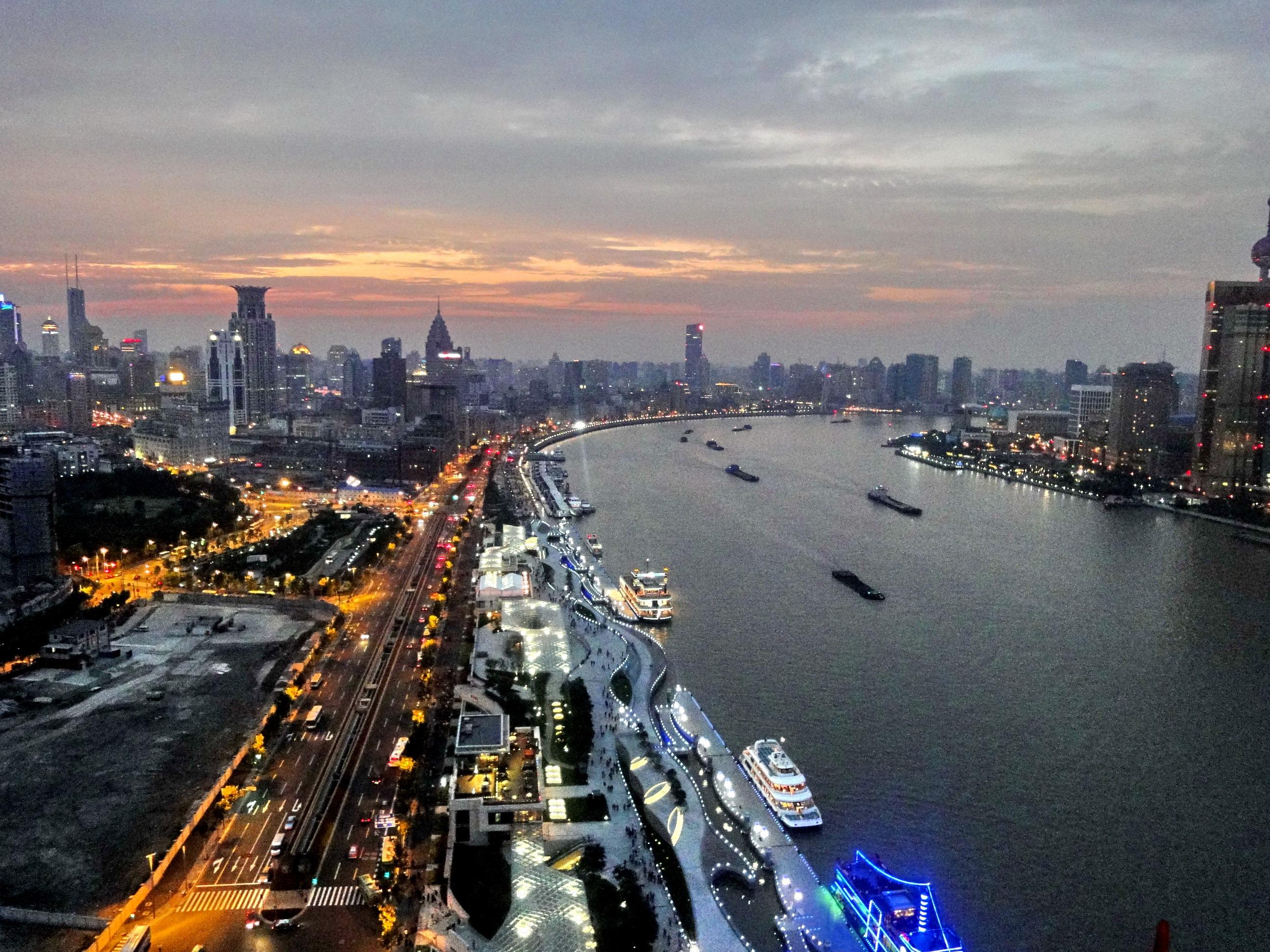 上海的夜景-从外滩英迪格酒店上观看